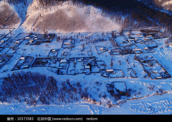 大兴安岭林区山村雪景图片