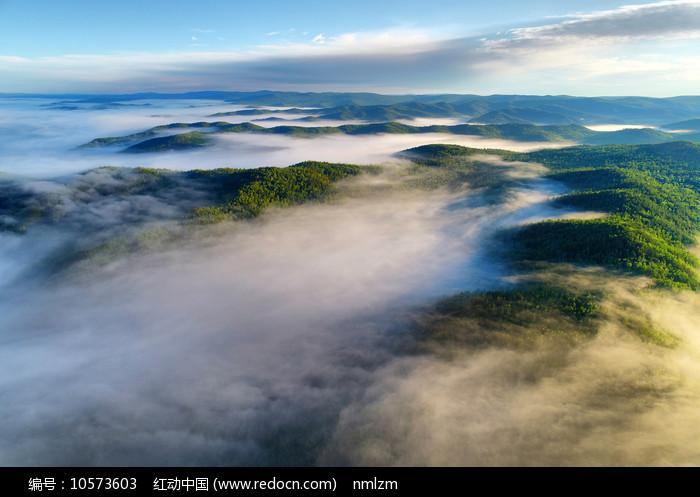 大兴安岭山峦云海图片