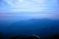 峨眉山高山日出露白极光