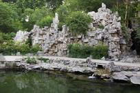 济南珍珠泉景区里的假山