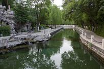 济南珍珠泉绿色的水流
