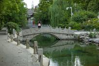 济南珍珠泉小桥流水风景