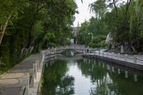 绿树环绕的济南珍珠泉