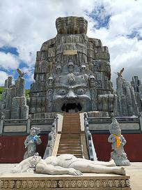 色达天葬广场景观雕塑