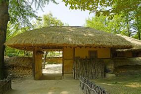 韩国民俗村的传统茅屋