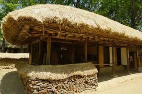 韩国民俗村的传统茅屋民居