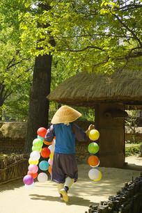韩国民俗村挂彩色灯