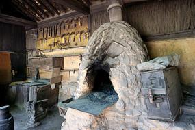 韩国民俗村铁匠铺火炉及铁器