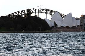 悉尼大桥旁