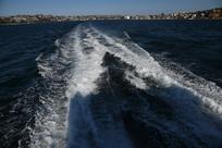 游艇出海时的海面