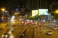 越南河内市城市和道路夜景俯拍