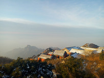 泰山寺庙的清晨