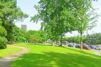 城市草坪和健身步行道