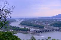 早晨的都江堰水利工程俯拍