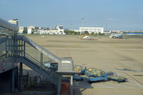 杭州萧山机场登机桥及行李车