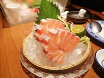 三文鱼腩刺身美食