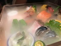 烟雾的海鲜拼盘美食