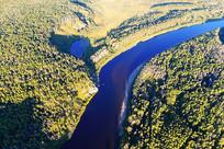 大兴安岭林海的蓝色河湾
