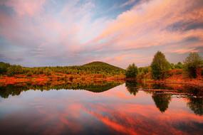 大兴安岭森林湖泊彩云飘