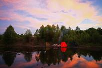 大兴安岭森林湖晚霞灿烂