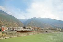 甘孜州泸定县县城及大渡河