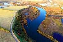 航拍金色原野蓝色河流