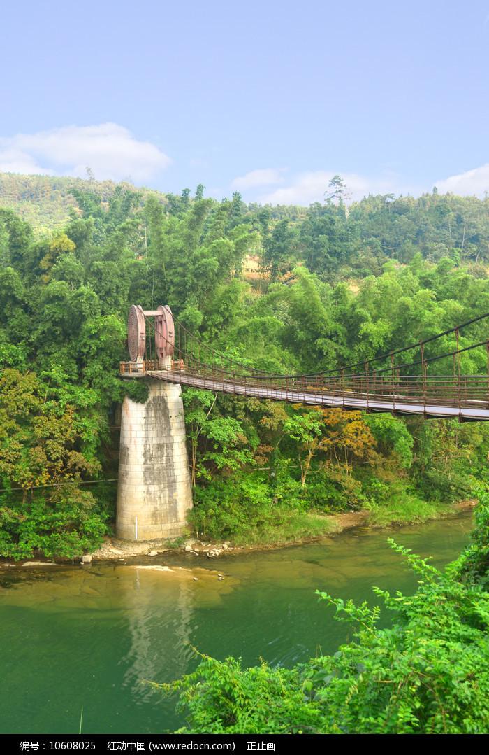 荔波小七孔樟江河上的铜鼓桥图片