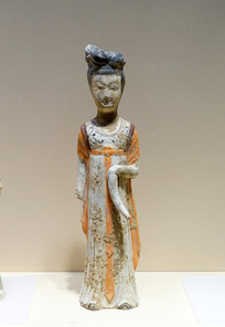 色彩艳丽的唐代画彩陶女侍俑