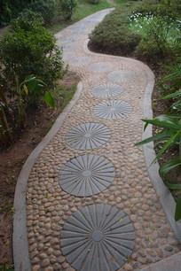 石头铺成的路