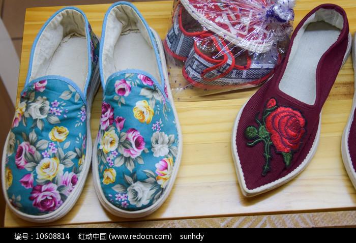 绣花鞋展示图片
