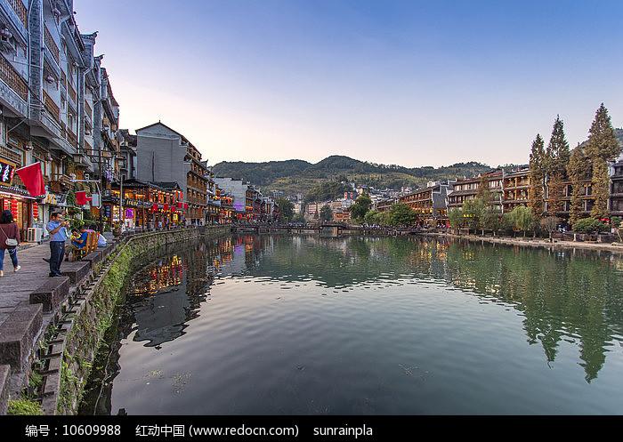 凤凰古城北门全景图片