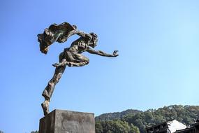 凤凰古城烈士雕像