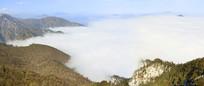 四川省成都西岭雪山云海和山峰俯拍