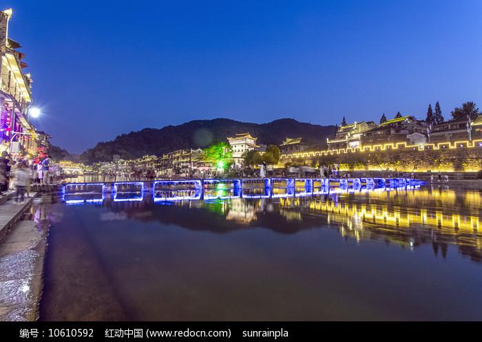 凤凰古城北门木桥夜景图片