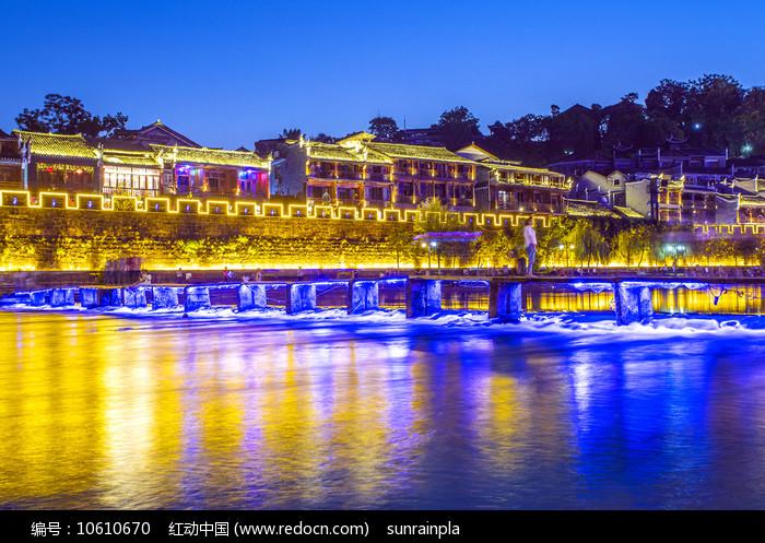 凤凰古城北门木桥之夜图片