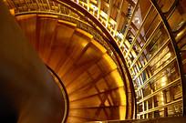 金色盘旋扶梯横构图