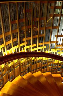 金色盘旋扶梯竖构图