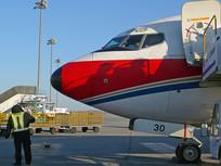 民航客机机头和地勤