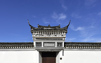 灰瓦白墙中式建筑