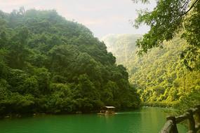 荔波大七孔河谷上的竹排