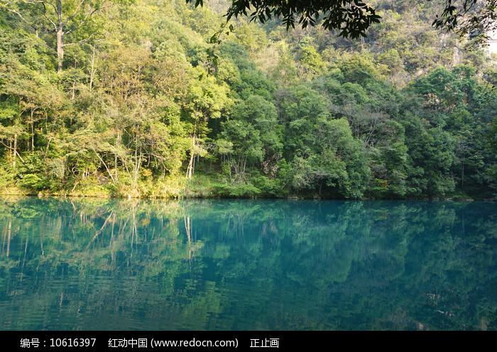 荔波小七孔卧龙潭青山绿水美景 图片