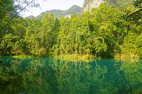 青山绿水的小七孔卧龙潭