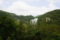 远眺贵州黄果树瀑布和树林
