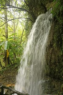安顺天星天星盆景区的瀑布小景
