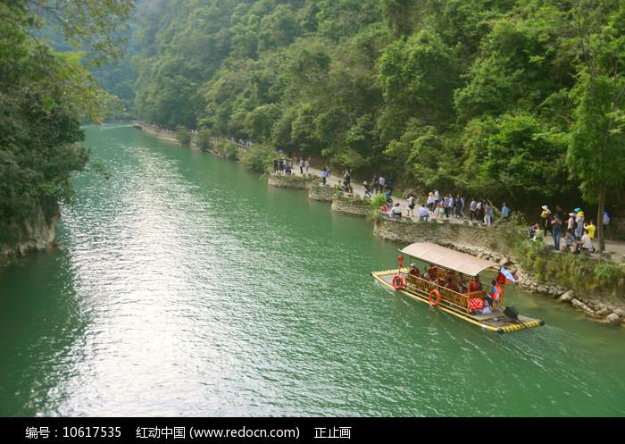 贵州大七孔山谷观光道和竹排图片