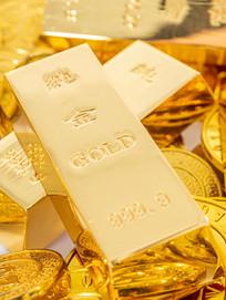 金币上的金条特写图片