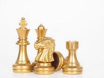 金色的西洋棋棋子特写图