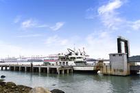 蓝天下的舟山码头