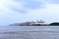 阴云下的嵊泗海运码头