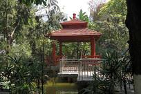 叠翠苑小区红色凉亭